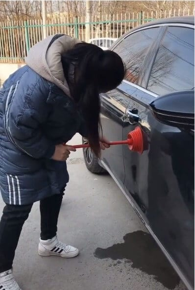 Как отрихтовать неглубокие вмятины на кузове автомобиля